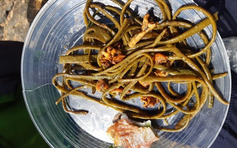 Spaghetti seaweed cooked on the beach
